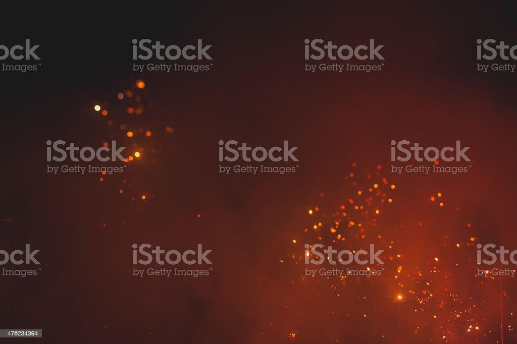 Feu d'artifice coloré dans la nuit de ciel photo libre de droits