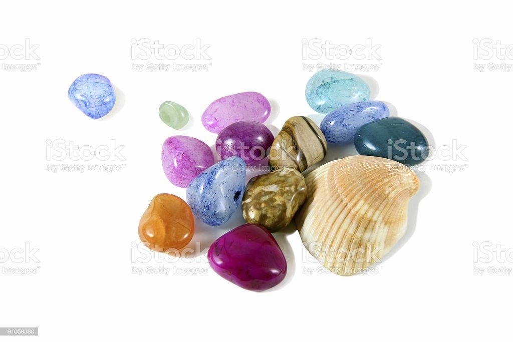 Cailloux colorés avec Shell photo libre de droits