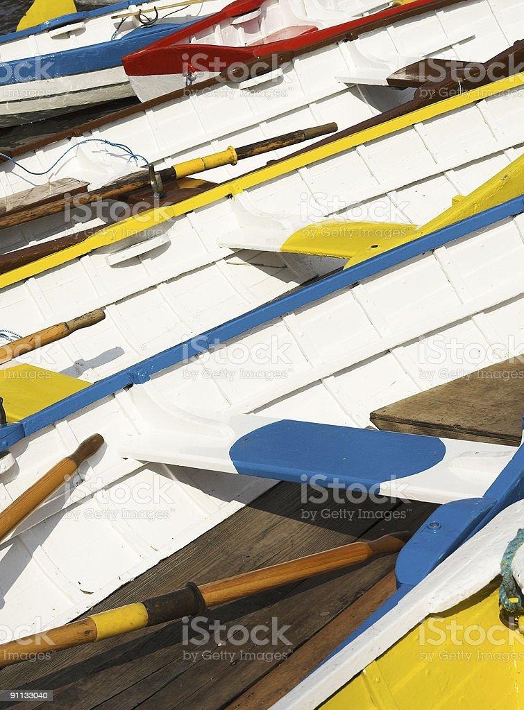 Kolorowe łodzie wioślarskie zbiór zdjęć royalty-free
