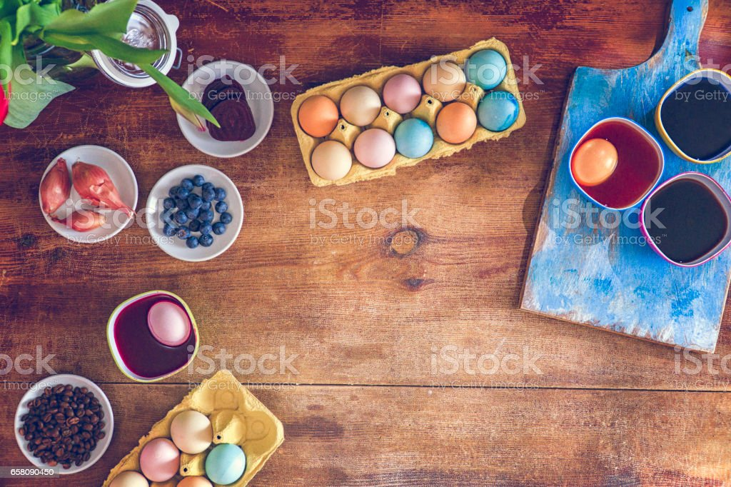 Coloring Easter eggs with a natural dye. Recipe for homemade dye -...