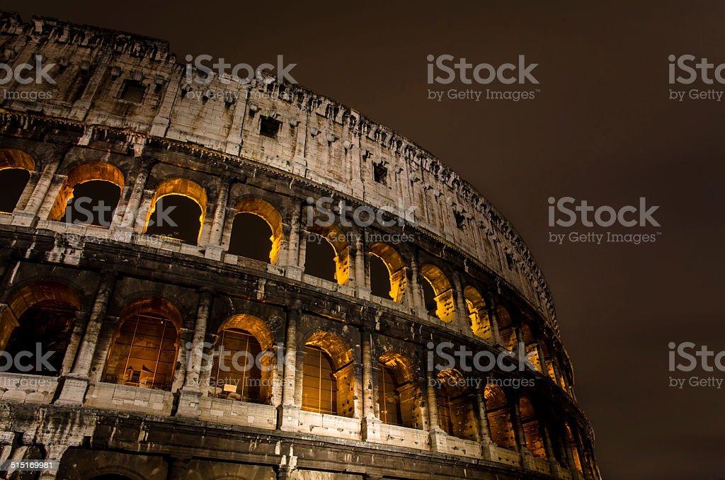 Coliseu, em Roma, à noite, Itália foto royalty-free