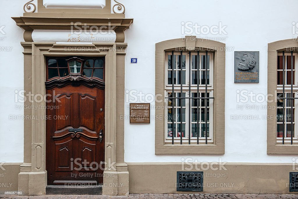 Commemorative plaque on facade of Karl Marx house stock photo