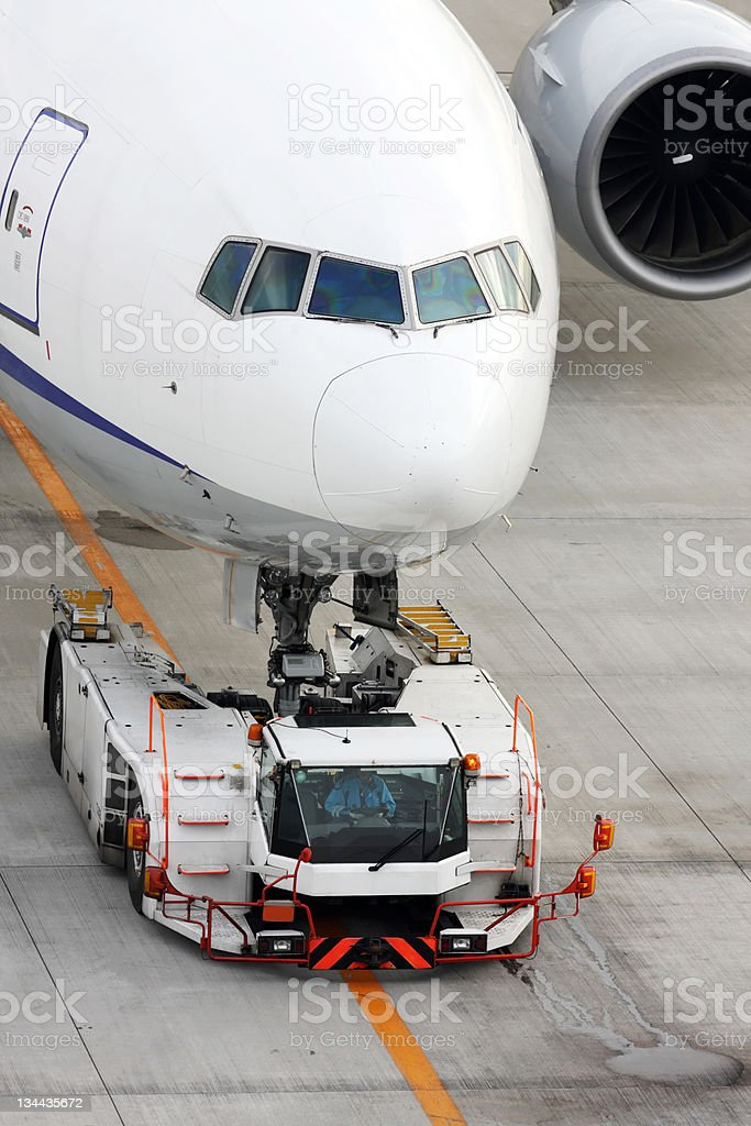 Passagierflugzeug auf dem Laufsteg Lizenzfreies stock-foto