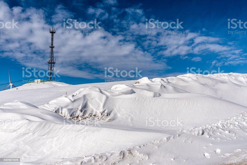 Wieża łączności w zimie mountain zbiór zdjęć royalty-free
