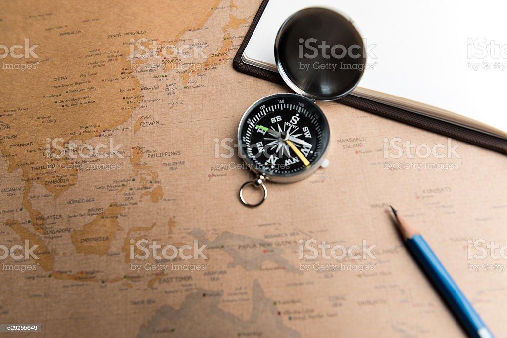 Kompas na mapie zbiór zdjęć royalty-free