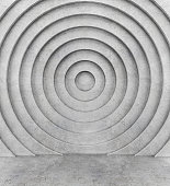 Concentric concrete wall and concrete floor