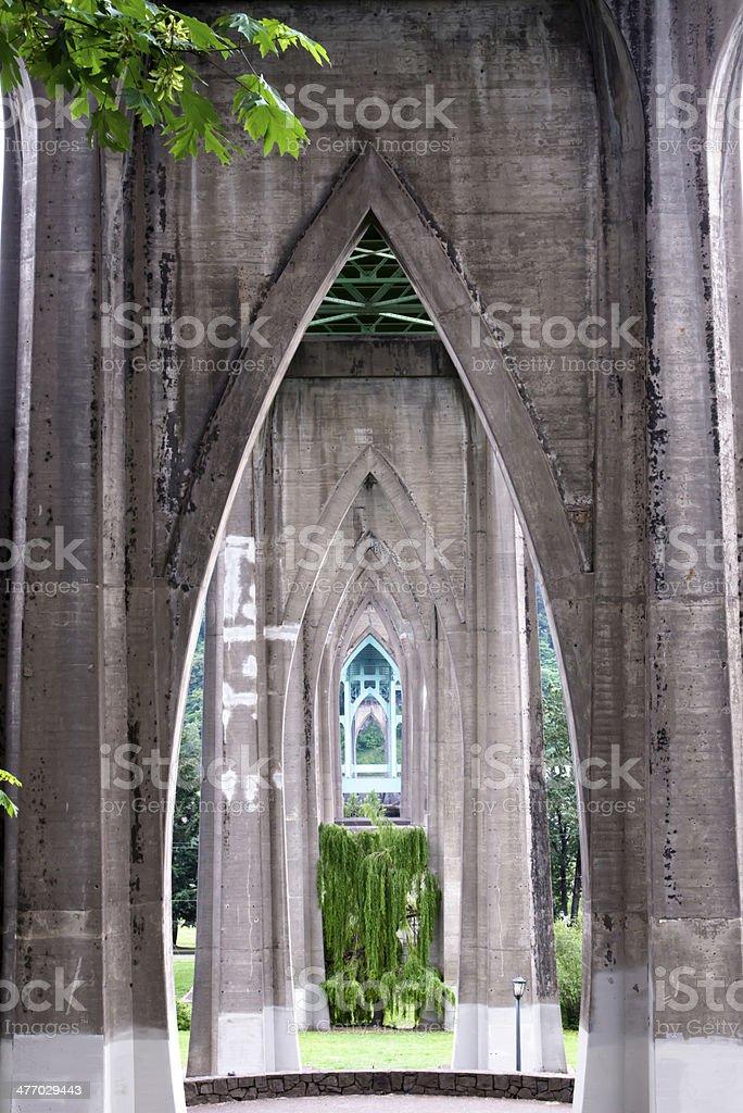 Supporta in cemento del ponte gotica foto stock royalty-free