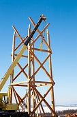 Construction of wooden towers using a mobile crane