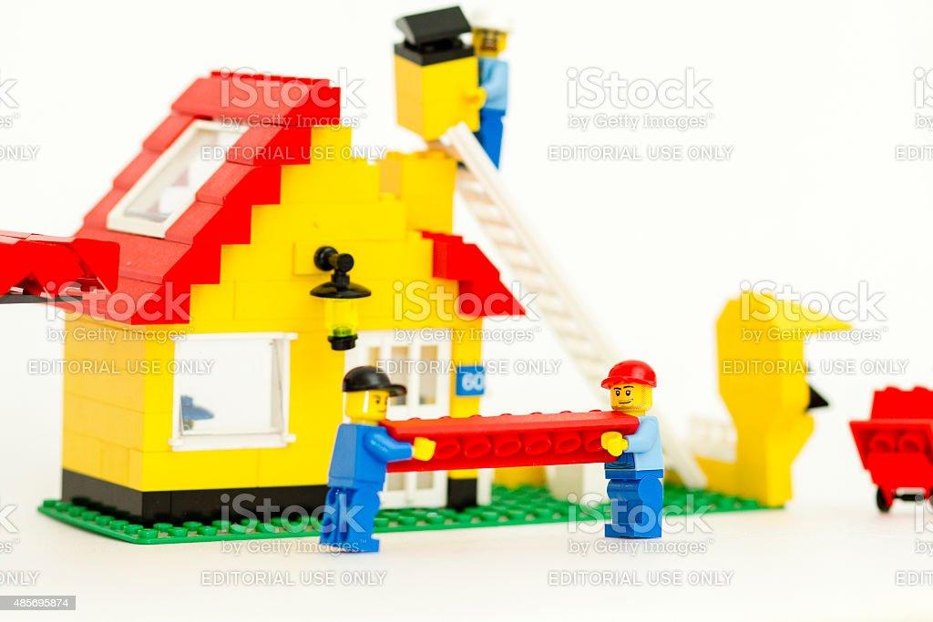 Haus bauen baustelle  Baustelle Von Lego Der Arbeitnehmer Bauen Ein Haus Stockfoto ...
