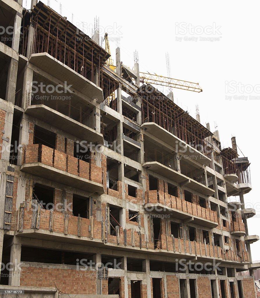 No local da construção com Guindaste e edifício foto de stock royalty-free