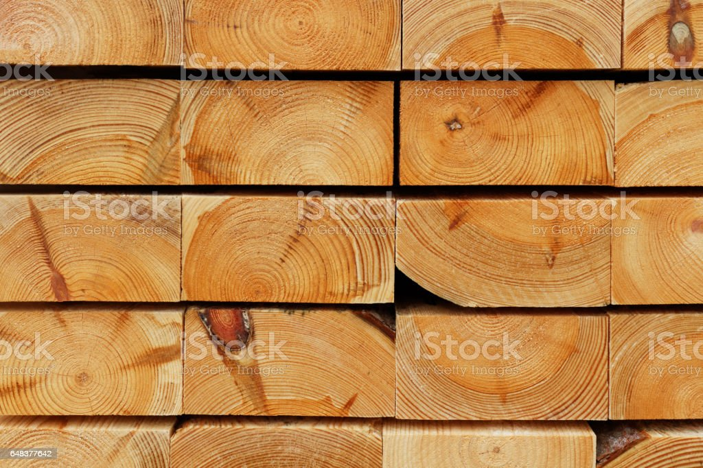 Construction Timber Background: Cutting Edges of Piled Pine Thick Boards – Foto