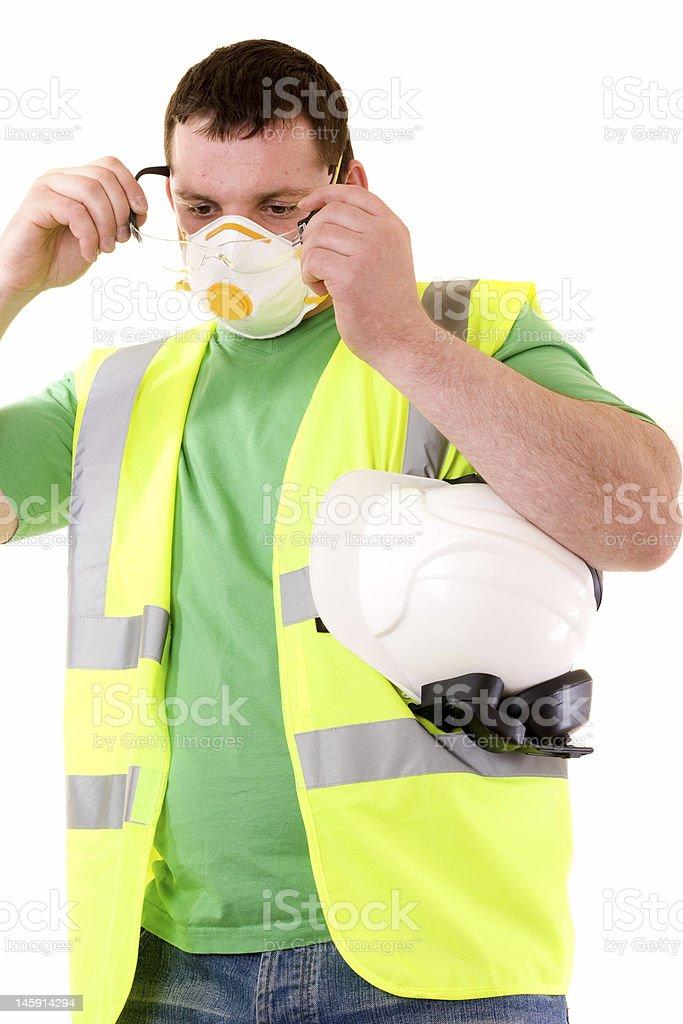 Ouvrier du bâtiment porte des lunettes de sécurité photo libre de droits