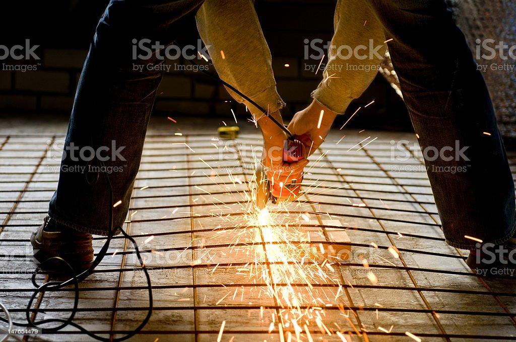 Trabalhador da Construção Civil com Moedor de ângulo foto de stock royalty-free