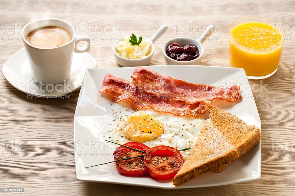 Petit déjeuner Continental, du café et un jus d'orange. photo libre de droits