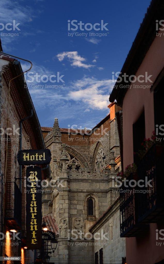 Cerca de la esquina de la catedral de Ávila en España - foto de stock