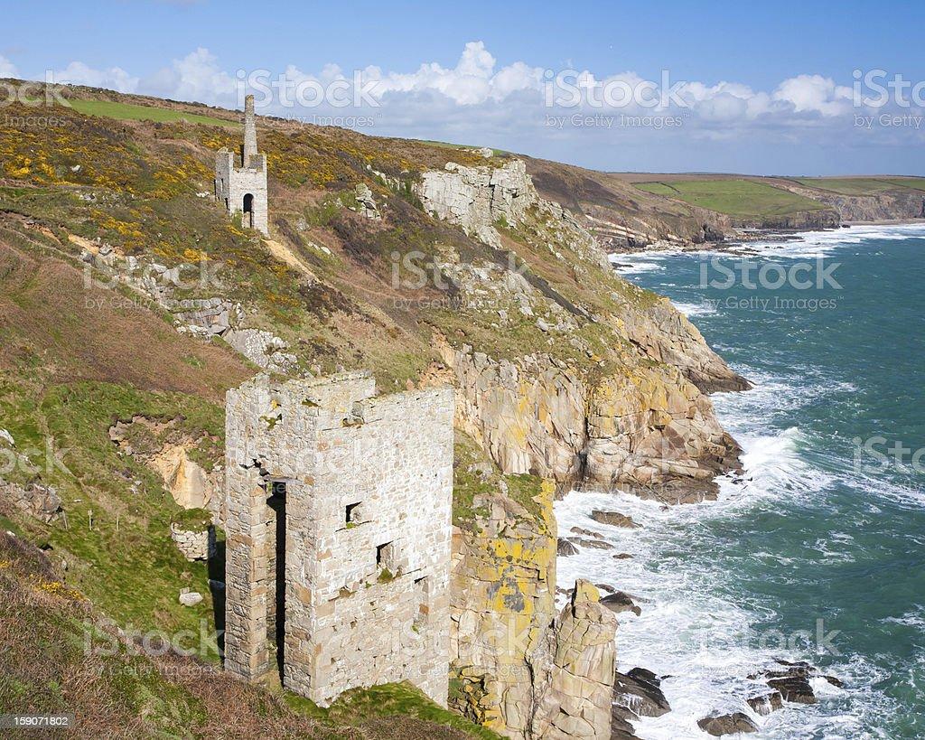 Cornish mines sur les falaises photo libre de droits
