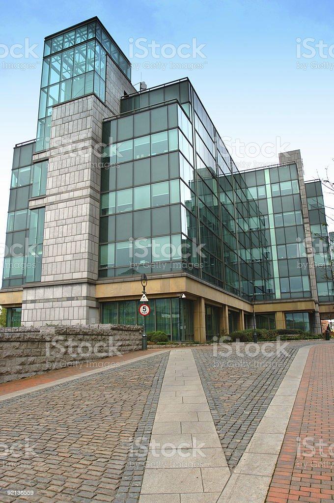 Fassade frontal  Hochhaus Fassade Frontal - Bilder und Stockfotos - iStock
