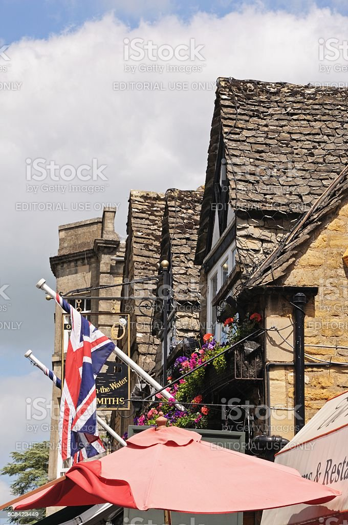 Cotswold buildings and parasol, Brouton on the Water. stock photo
