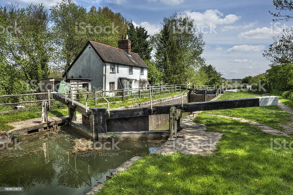 Cottage next to canal lock near Hungerford in England stock photo