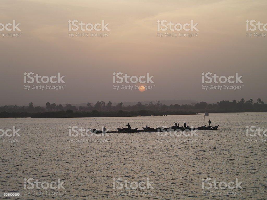 Couch? de soleil sur le fleuve Niger stock photo