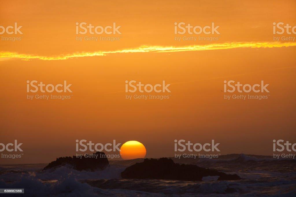 coucher de soleil dans le ciel nuageux stock photo