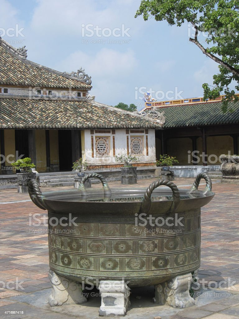 Couldren en templo budista, Vietnam foto de stock libre de derechos