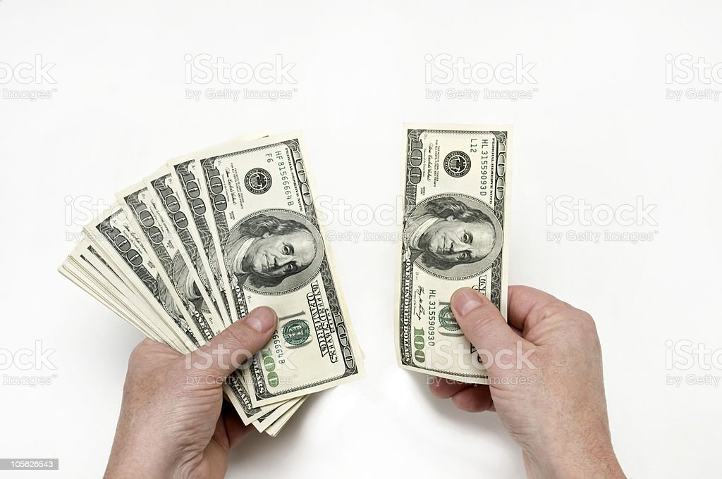 Contando su dinero foto de stock libre de derechos