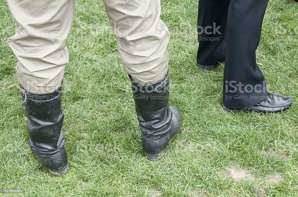cowboy feets et homme d'affaires photo libre de droits