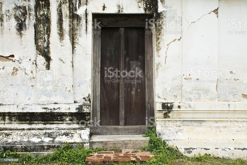 Pęknięty cegły ściany i drzwi zbiór zdjęć royalty-free
