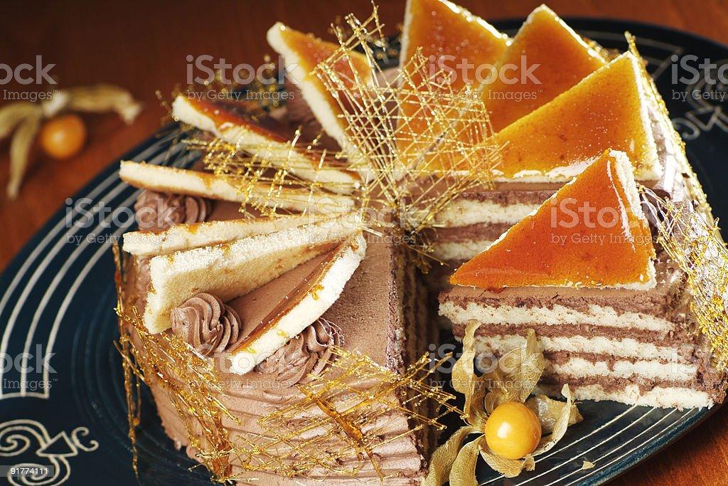 Кремовый пирог оформленных с карамель нити Стоковые фото Стоковая фотография