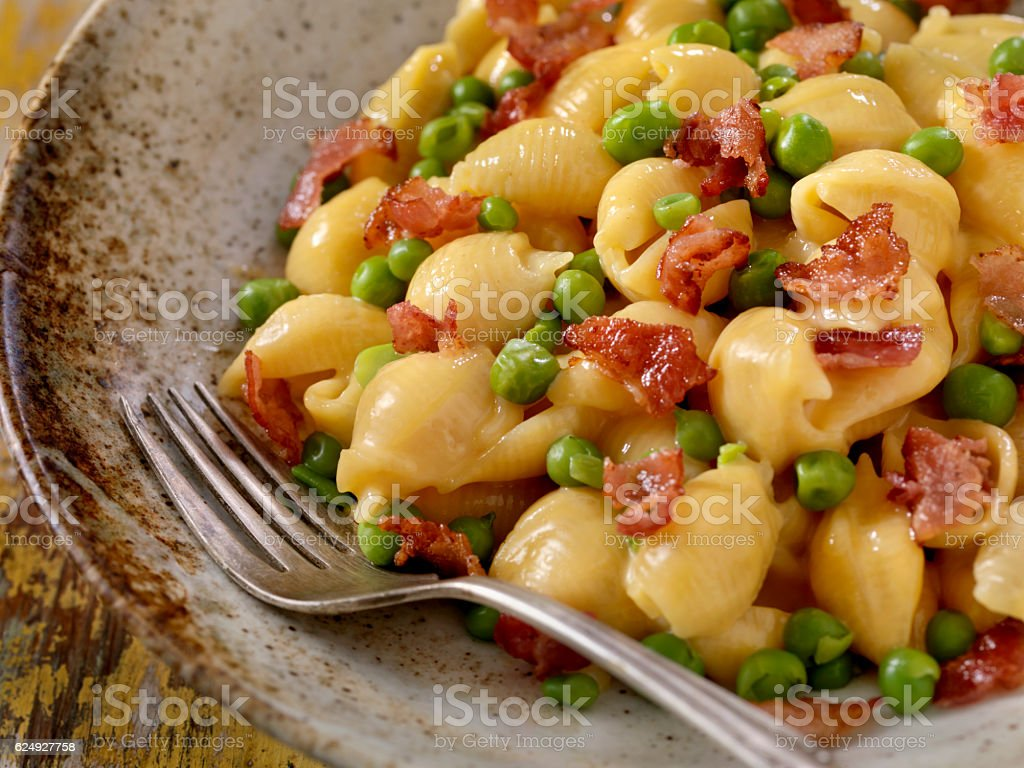 Creamy Shells and Cheese Carbonara with Peas stock photo
