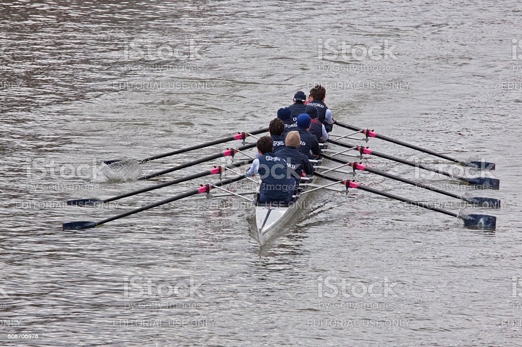Crew from Oxford pulling in harmony in a river race stock photo
