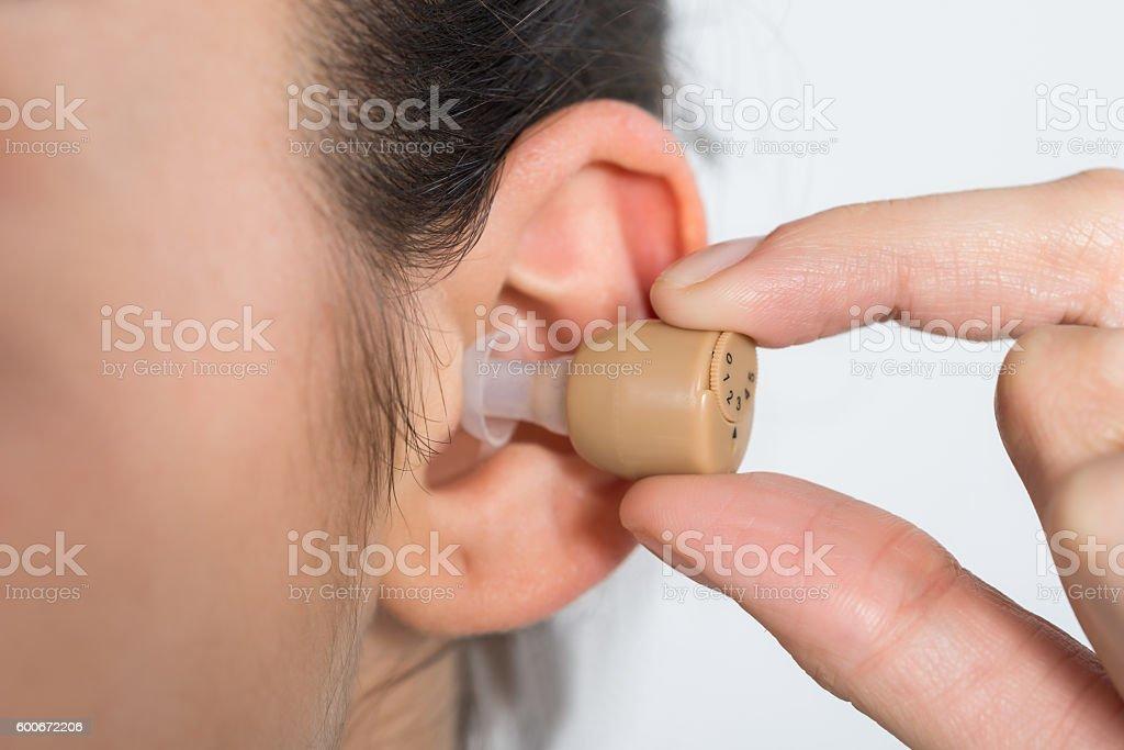 Cropped Image Of Woman Wearing Hearing Aid - foto de stock