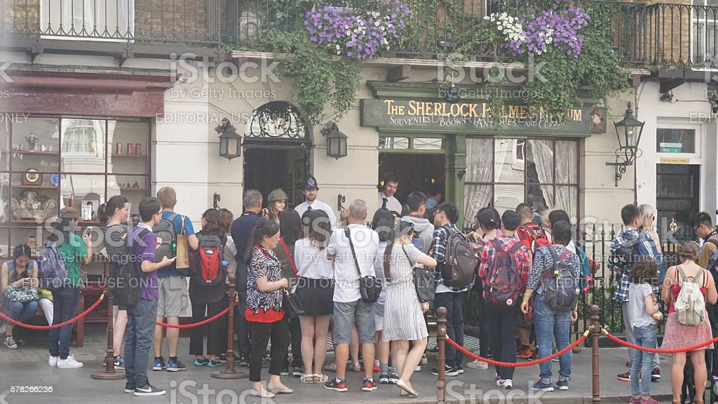 Crowd of tourists outside Sherlock Holmes museum stock photo