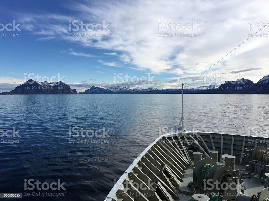Navire de croisière dans le nord de la Norvège. photo libre de droits