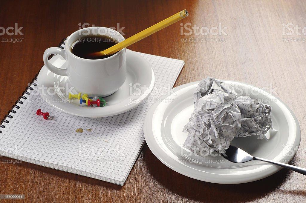 Papel arrugado y café foto de stock libre de derechos