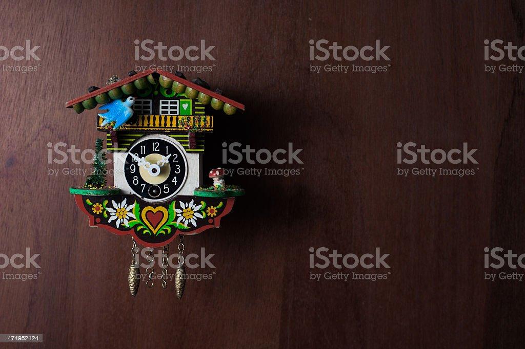 Kuckucksuhr auf Holz stock photo