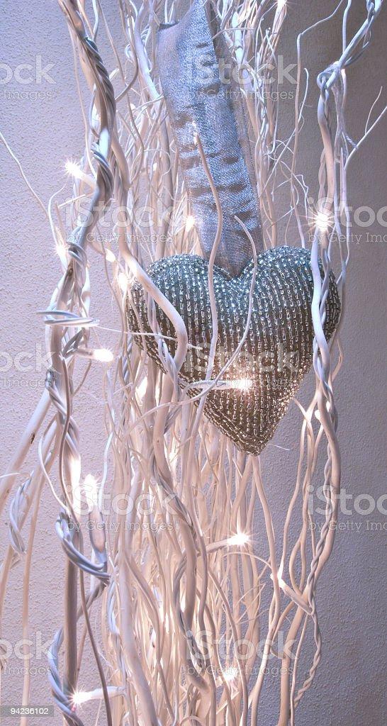 Cuore imbrigliato con illuminazione stock photo