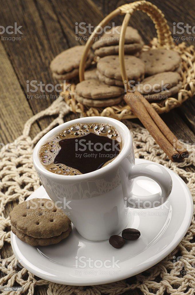 Taza de café y las cookies foto de stock libre de derechos