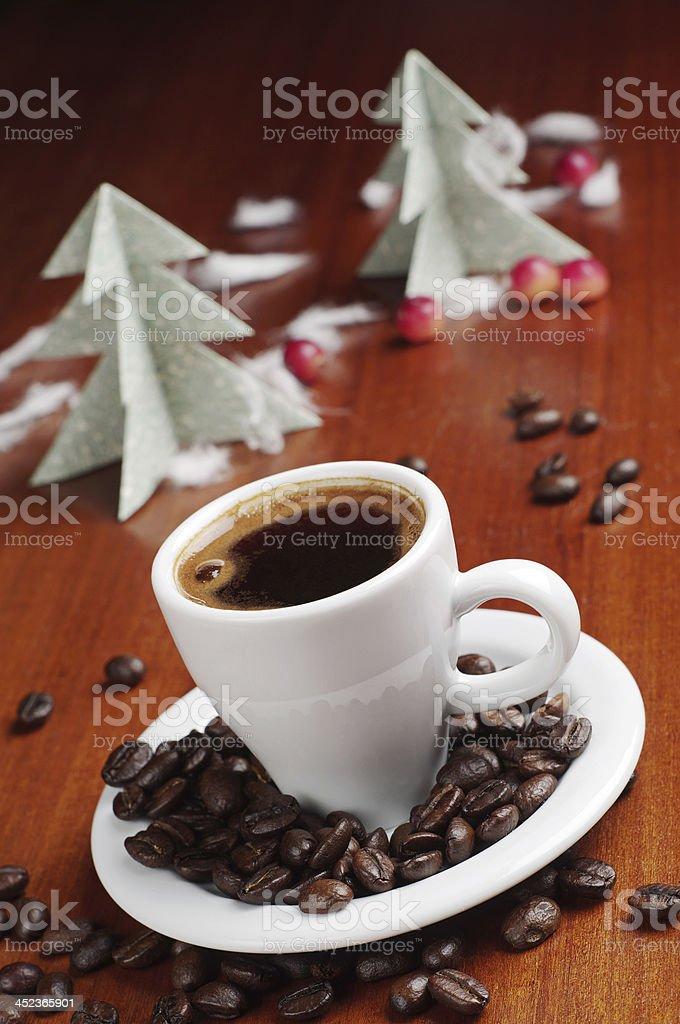 Taza de café y fir-tree foto de stock libre de derechos