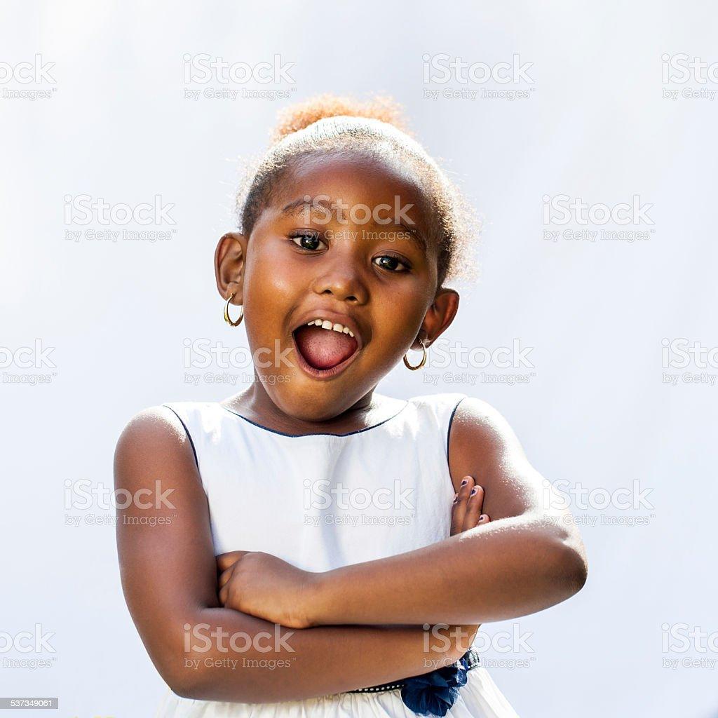Jolie jeune fille africaine avec un étonnant visage expressif. photo libre de droits