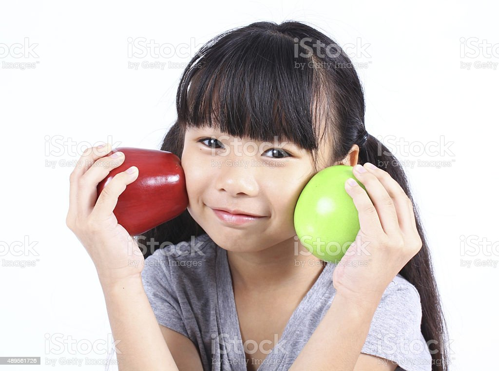 Süßes Mädchen mit roten und grünen Äpfeln Lizenzfreies stock-foto