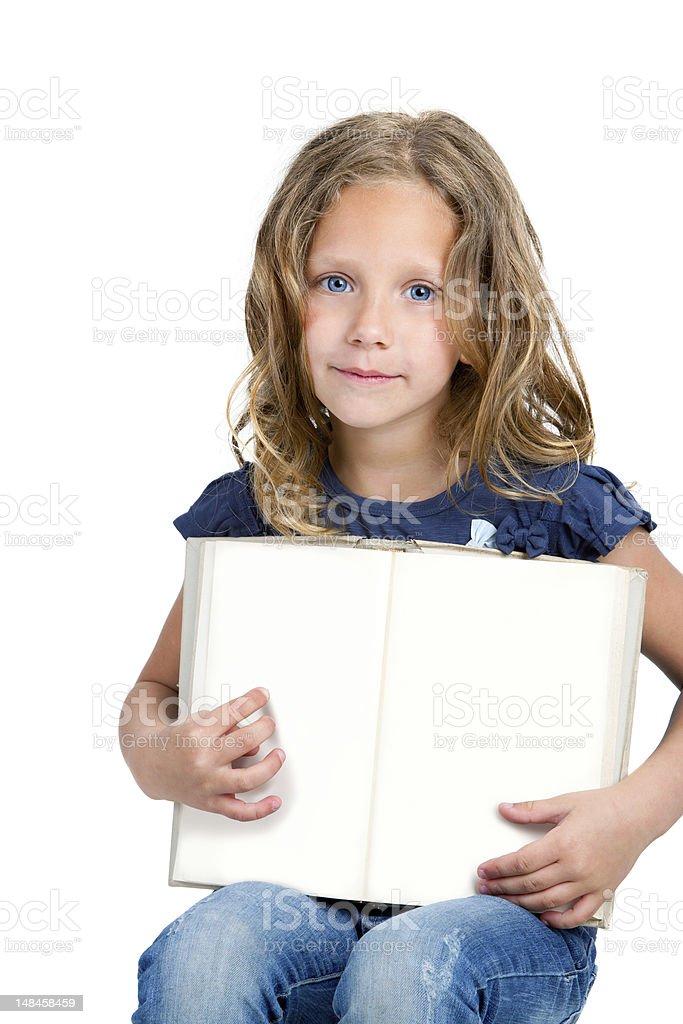 Jolie fille pointant avec le doigt sur le Livre blanc. photo libre de droits
