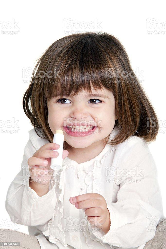 Jolie fille en culotte courte Baume à lèvres photo libre de droits
