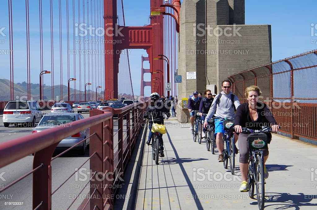 Ciclismo y cruce el puente Golden Gate foto de stock libre de derechos