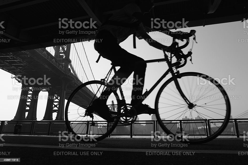 NYC cyclist and Manhattan Bridge cycling stock photo