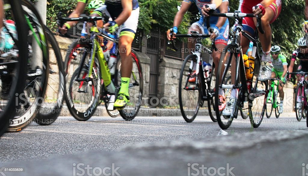 ciclisti in gara stock photo