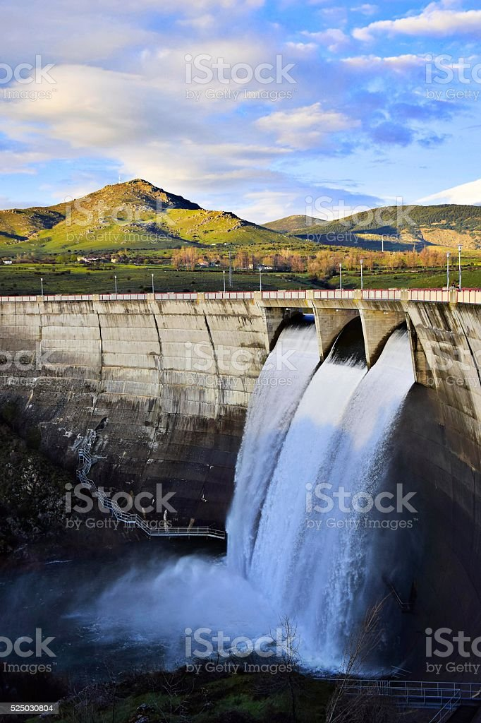 Dam generating electricity / Presa generando electricidad stock photo