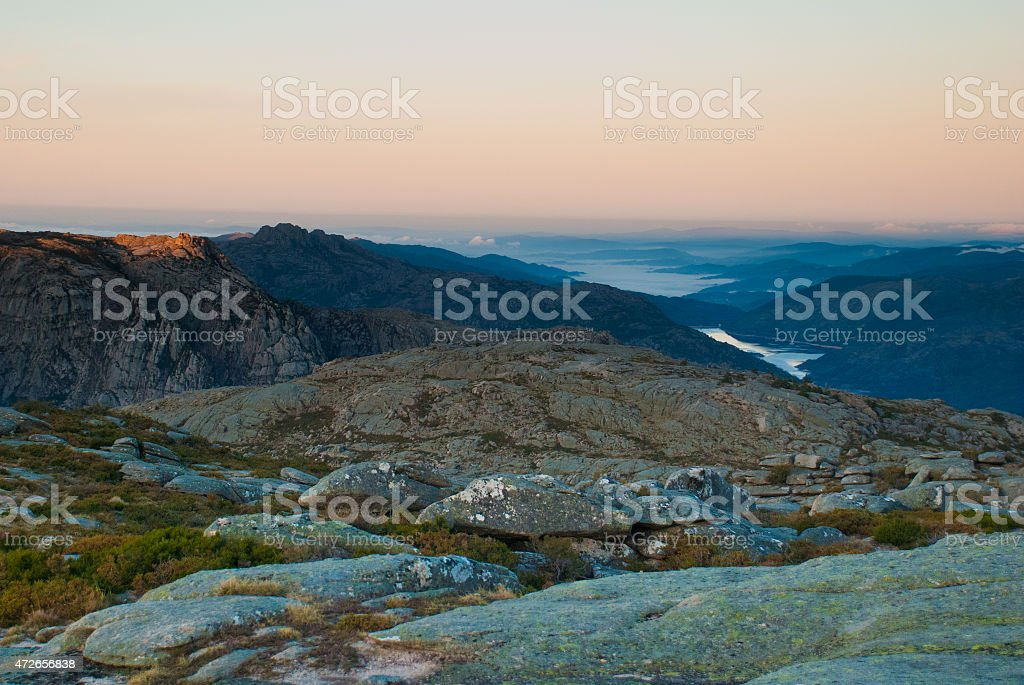 amanhecer no topo do mundo stock photo