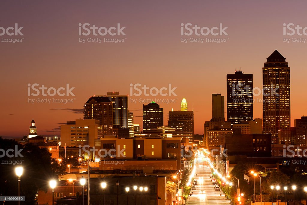 Des Moins city skyline at night stock photo